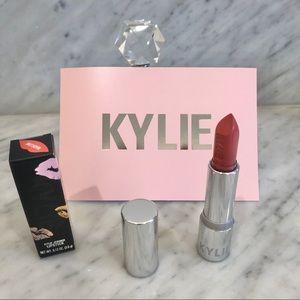 New Kylie Madeleine Creme Lipstick